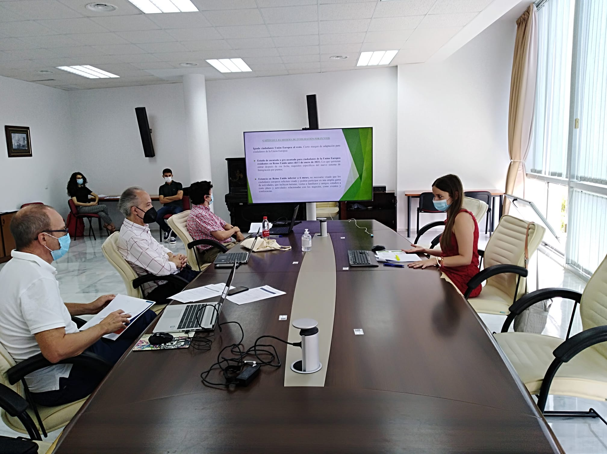 Cuatro alumnos del Máster en Relaciones Internacionales y Migraciones / Master in International R...